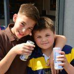 Gjoba prindërve që lejojnë fëmijët të konsumojnë pije energjike