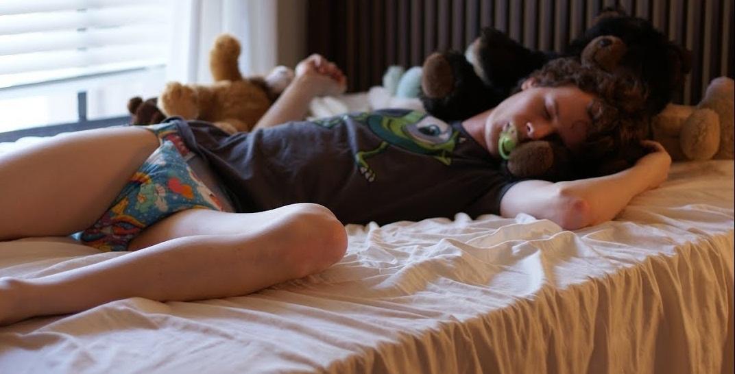nje femije duke fjetur gjume