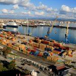 Moti i keq paralizon lundrimet nga porti i Durrësit