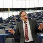 Fleckenstein: Kosova të heqë taksën, ndërsa Serbia…