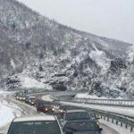 Reshjet e dëborës/ Moti i keq paralizon juglindjen e vendit