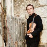 Rikthehet në Tiranë violinisti Tedi Papavrami!