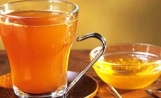 uje i ngrohte me mjalte-konica.al