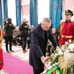 Presidenti përulet para Vasillaq Zërit