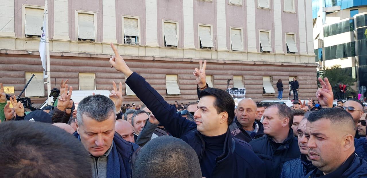 Basha-proteste-konica.al