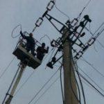 Elektricisti që humbi jetën, pas 4 orësh trupi akoma në majë të shtyllës