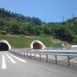 Hapet njëri krah i segmentit rrugor Tiranë-Elbasan