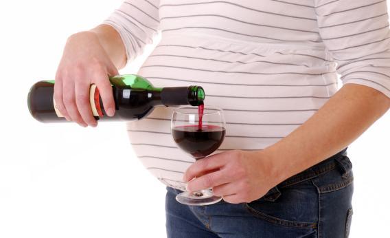 nena qe pijne alkool-konica.al