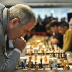 Kasparov, 'mbreti' i Shahut mes politikës dhe letersisë