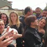 Familjarët e 25-vjeçares në protestë, lirohen mjekët