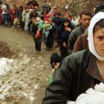 """Simboli i eksodit të Kosovës: Nëna me foshnjen """"e vdekur"""" në gji"""