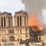 """Notre-Dame """"përpihet"""" nga flakët"""