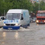 Reshjet e dendura/ Vlora nën 'pushtetin' e ujit